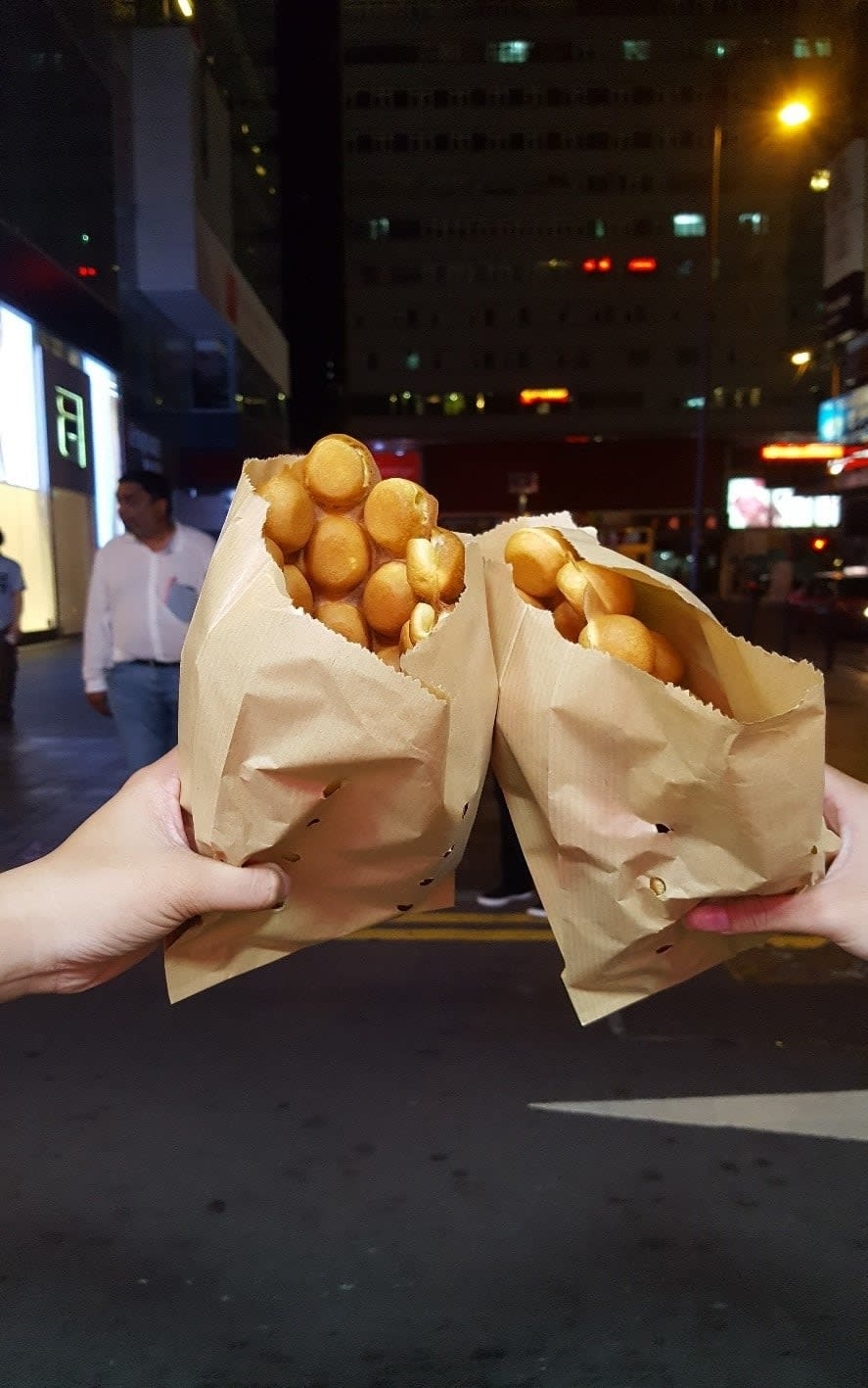 lịch trình du lịch hong kong: bánh waffle tổ ong