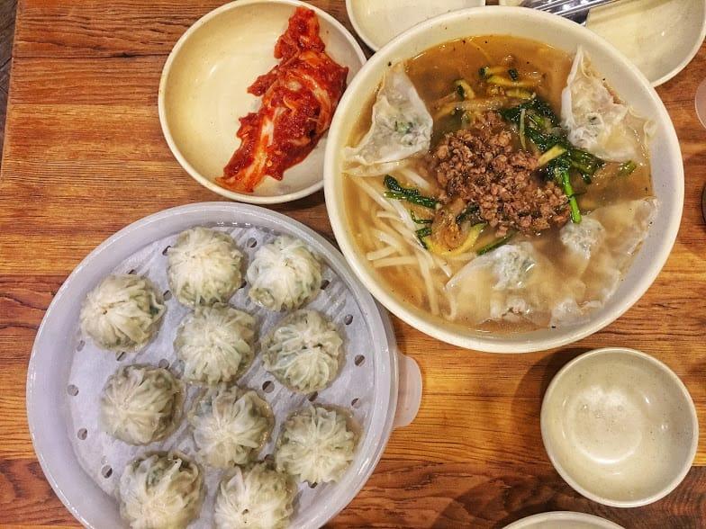 thưởng thức ẩm thực seoul tại myeongdong kyoja