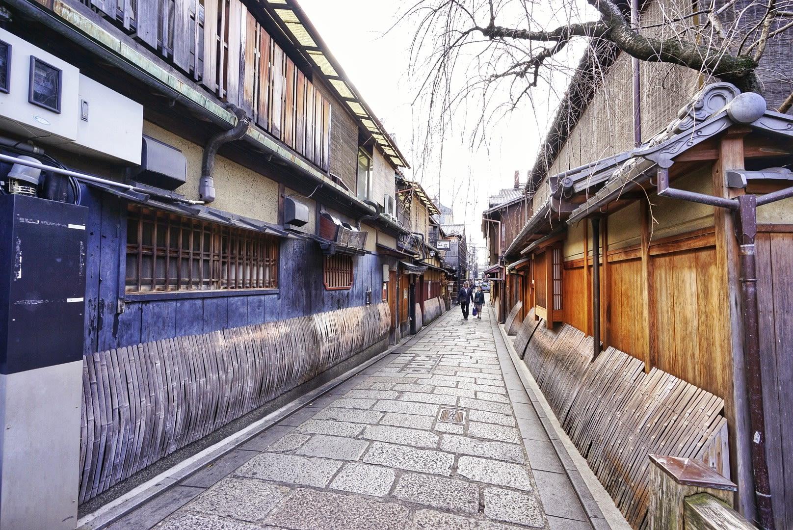 đến Gion vào sáng sớm trong lịch trình ngắm mùa thu ở kyoto