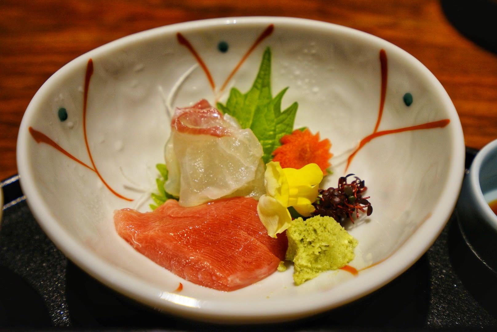 thưởng thức sashimi trong lịch trình ngắm mùa thu ở kyoto