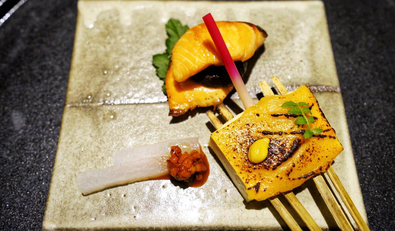 thưởng thức cá hồi trong lịch trình ngắm mùa thu ở kyoto