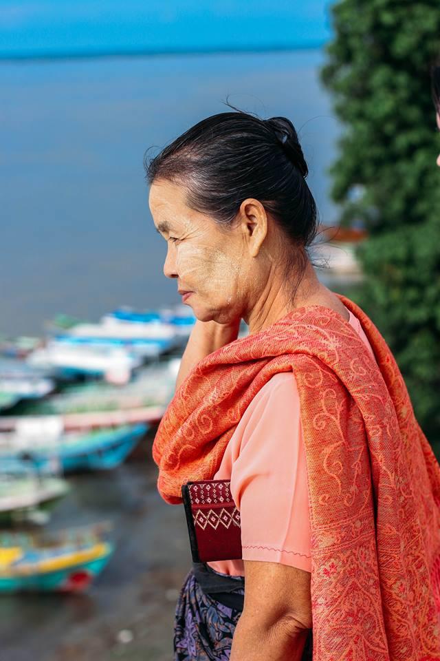 con người ở bagan - người phụ nữ ở chùa bu paya