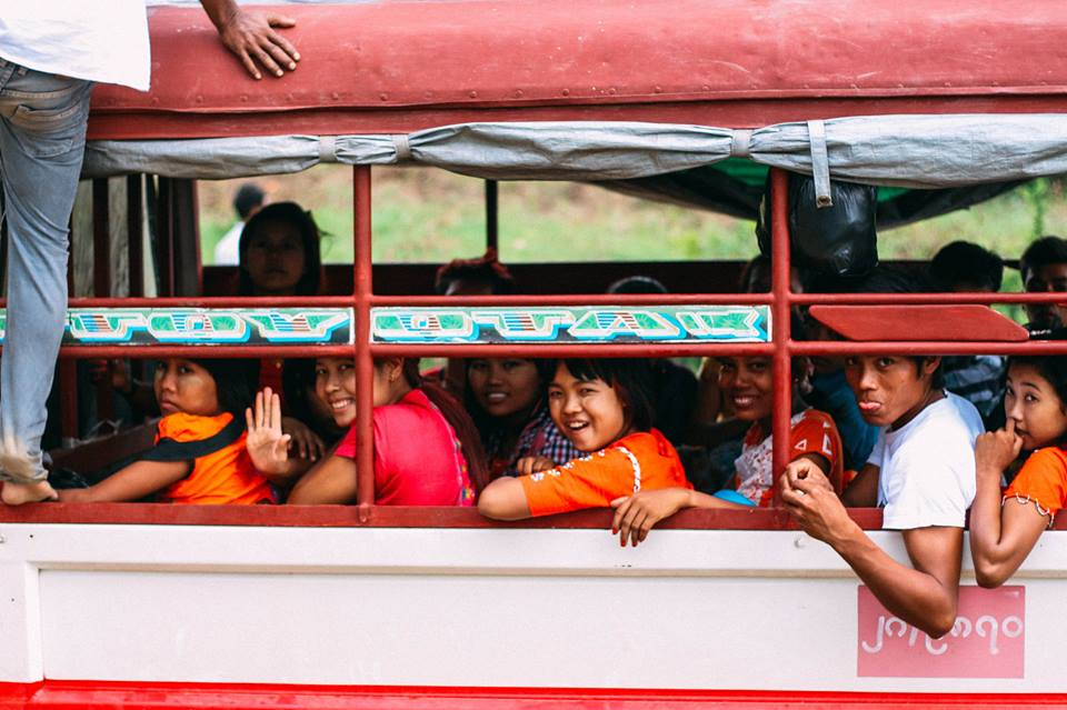 con người ở bagan - người bản địa trên chuyến xe