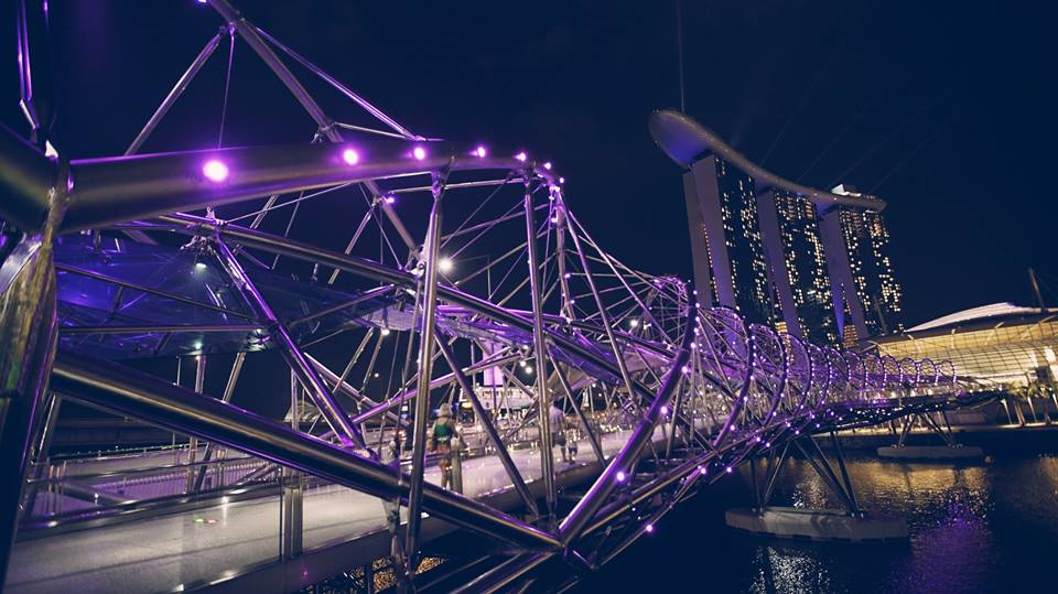 trải nghiệm singapore 4 ngày 3 đêm: helix bridge vào ban đêm