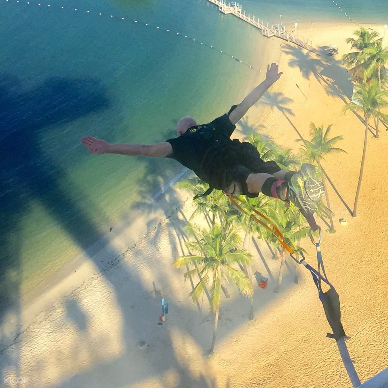 nhảy bungee là một hoạt động ngoài trời tại singapore rất thú vị
