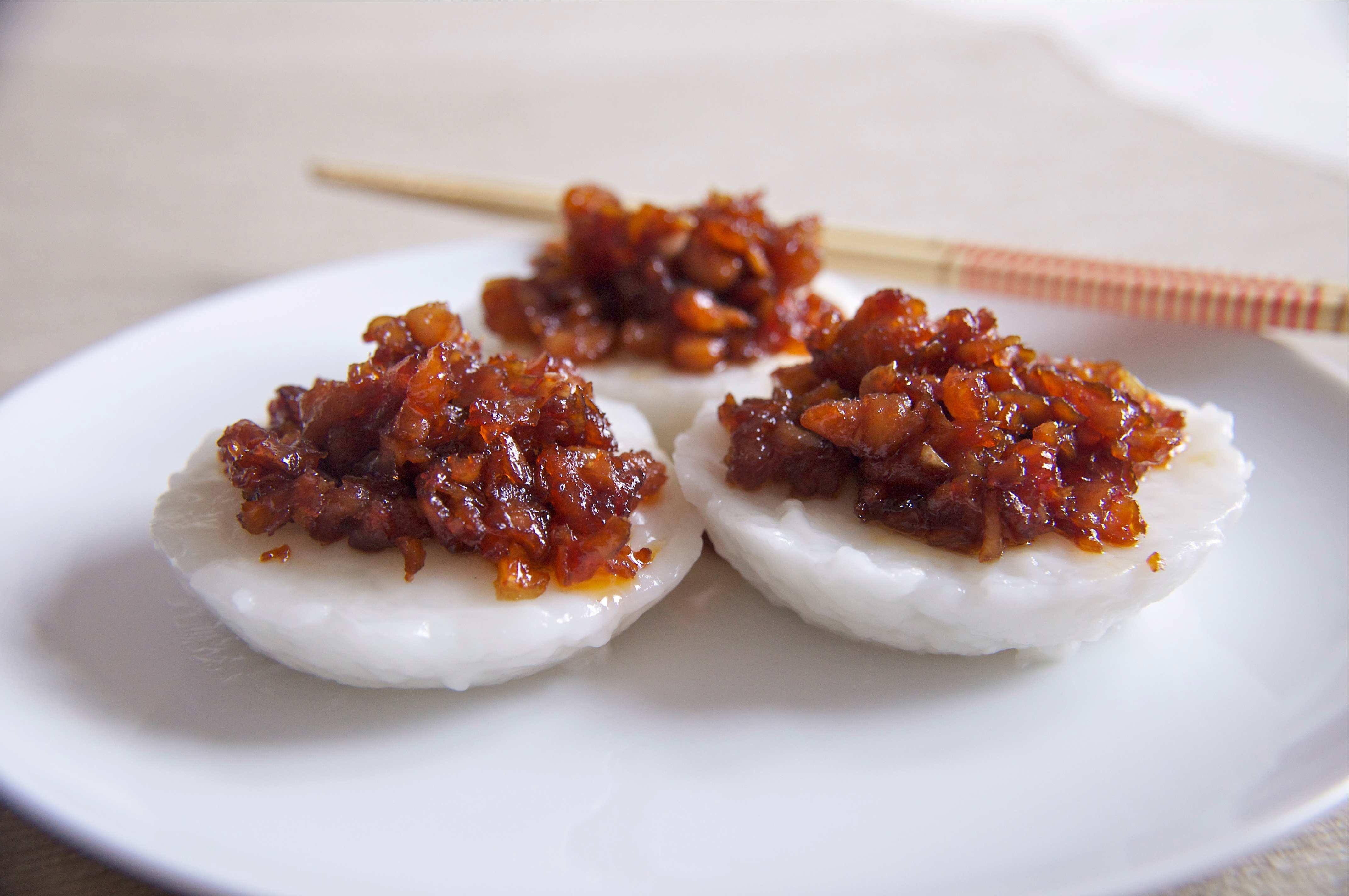 Chwee Kueh là món ăn vặt singapore rất đậm đà