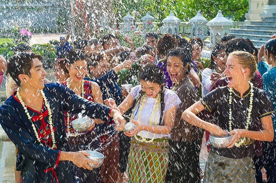 bị ướt ở lễ hội té nước songkran