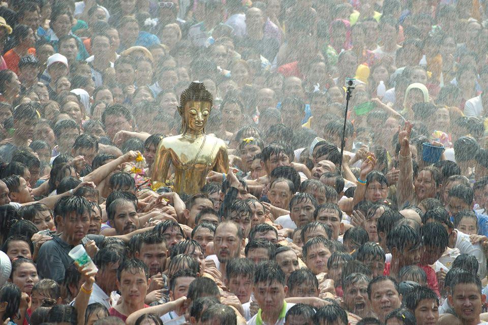 nói chúc mừng năm mơi ở lễ hội té nước songkran