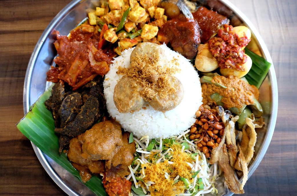 kapong glam là khu văn hóa mới ở singapore nổi tiếng với món nasi padang