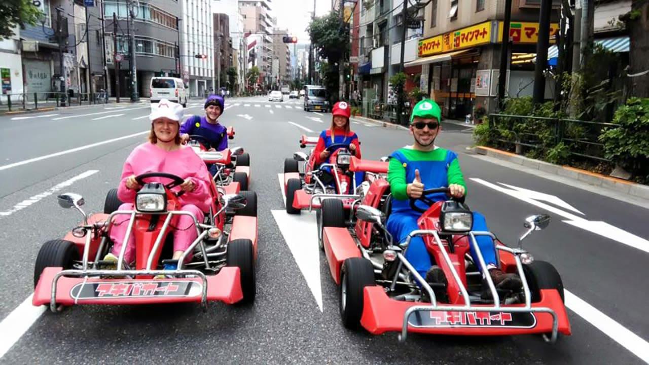 lái mario kart ở tokyo akihabara