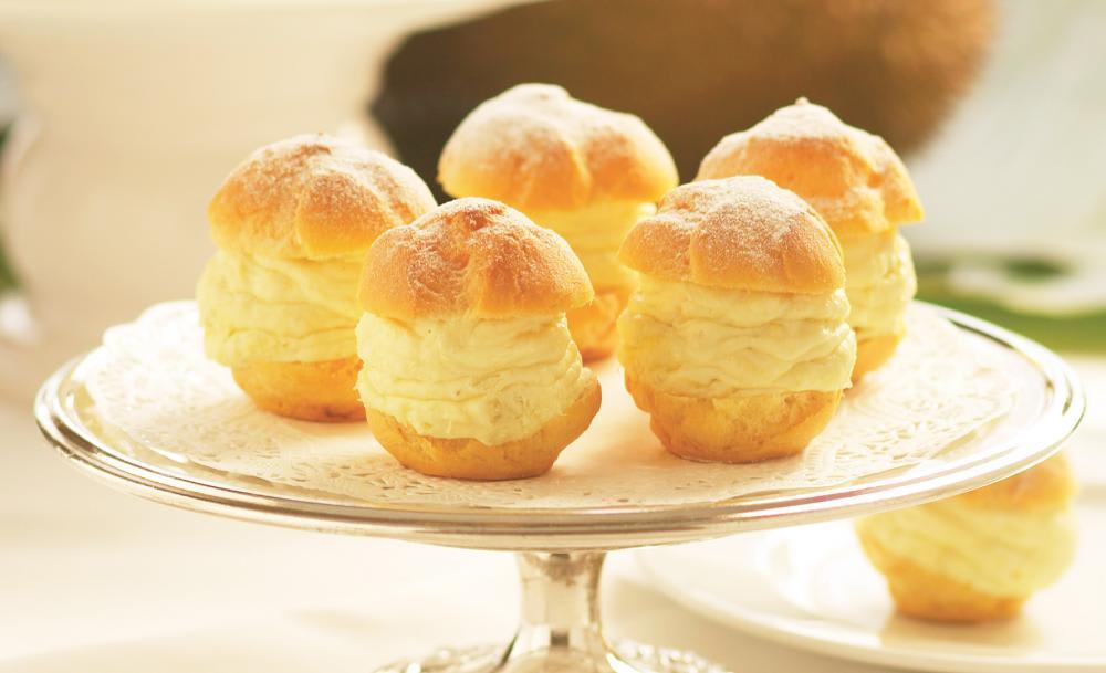 Bánh sầu riêng là món ăn vặt singapore rất đặc trưng
