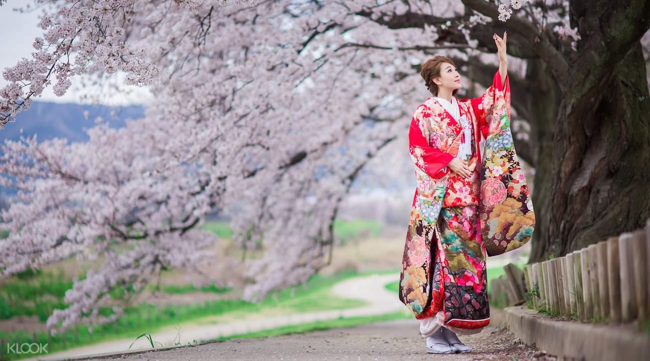 thuê kimono là một hoạt động trong lịch trình du lịch osaka bằng JR pass