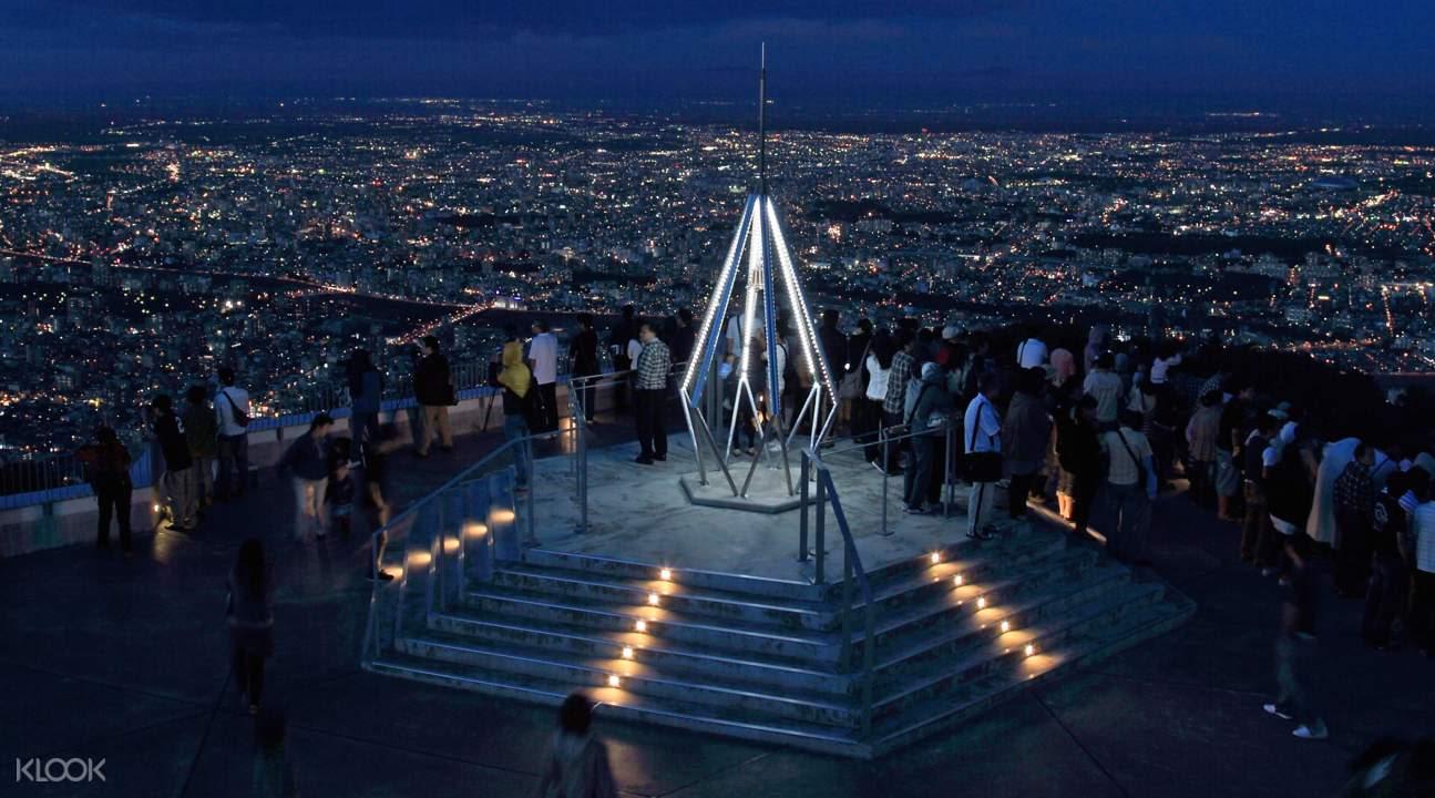 ngắm cảnh từ tháp sapporo là hoạt động thú vị trong lịch trình du lịch sapporo bằng JR Pass