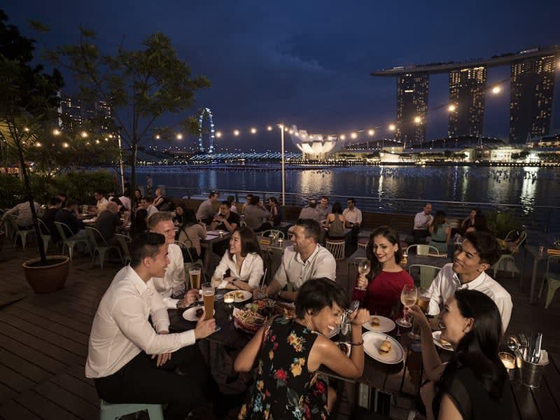 mua sắm tại orchard road trong lịch trình du lịch singapore 3 ngày dành cho gia đình