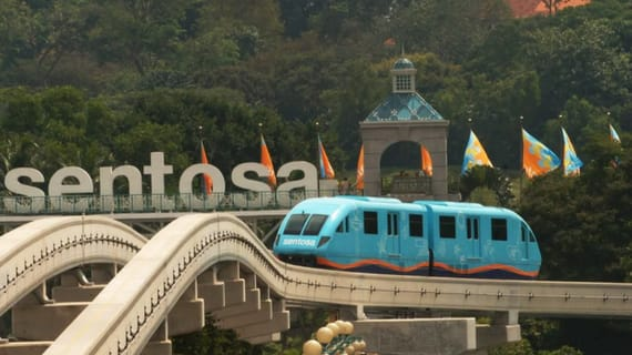 tới đảo sentosa trong lịch trình du lịch singapore - malaysia cho gia đình