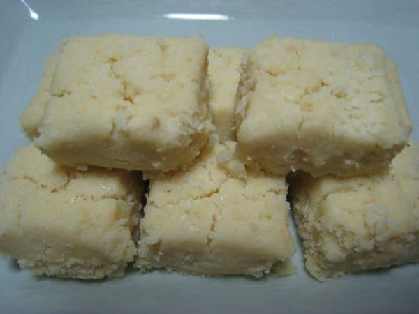 bánh quy bơ sugee là một món ăn vặt khoái ở singapore