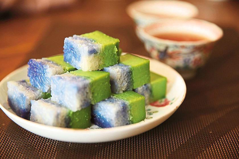 Nyonya Kueh là món ăn vặt singapore rất đặc biệt