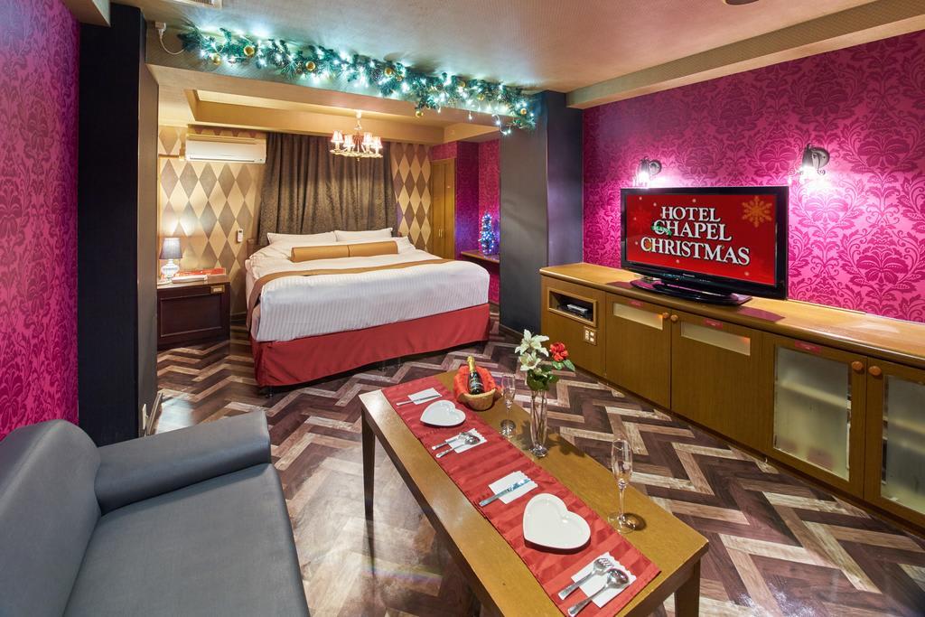 chapel christmas là khách sạn tình nhân ở nhật bản có chủ đề giáng sinh