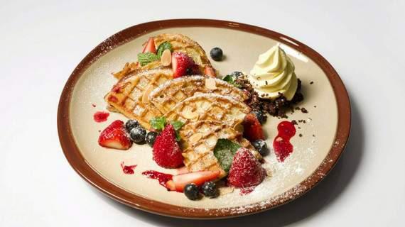 một trong những món ăn hong kong phải thử là bánh waffle tại cafe100