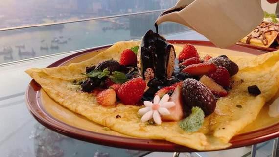 Bánh crepe trái cây tại cafe100 là một món ăn hong kong cần thử