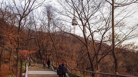đi bộ đến tháp N Seoul