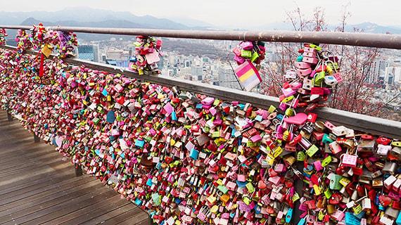 sân thượng khóa tình yêu của tháp N Seoul