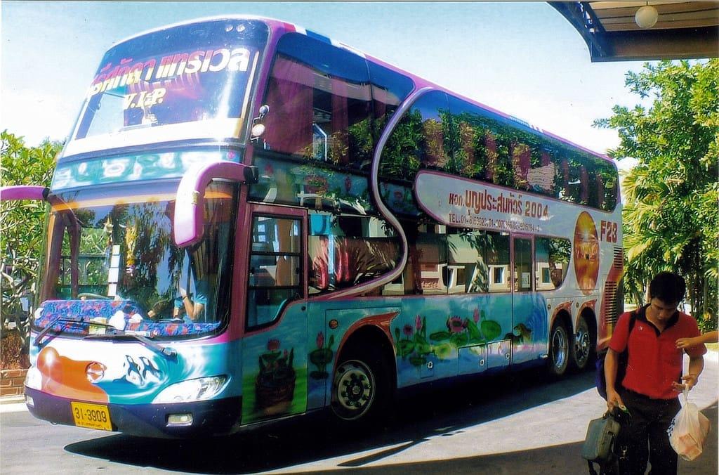 xe bus là một loại phương tiện công cộng ở thái lan