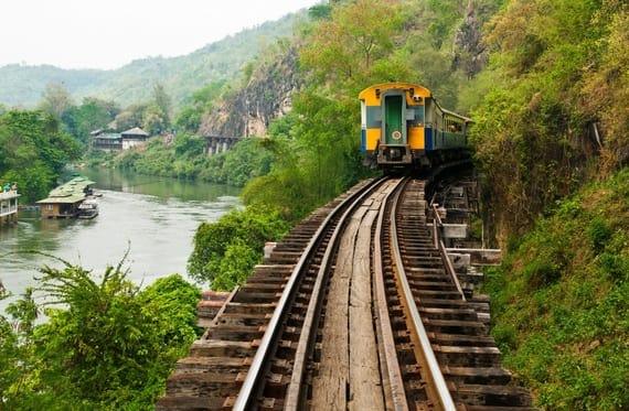 tàu hỏa là một loại phương tiện công cộng ở thái lan