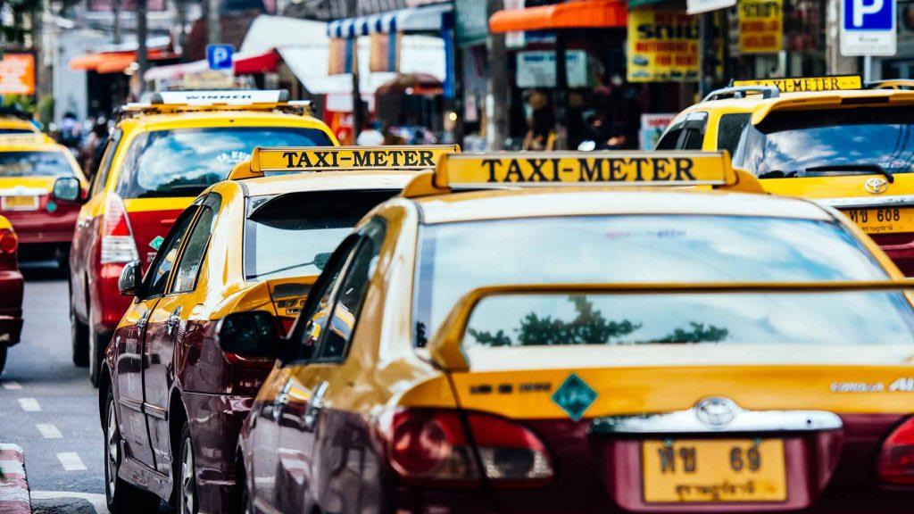 taxi là một loại phương tiện công cộng ở thái lan