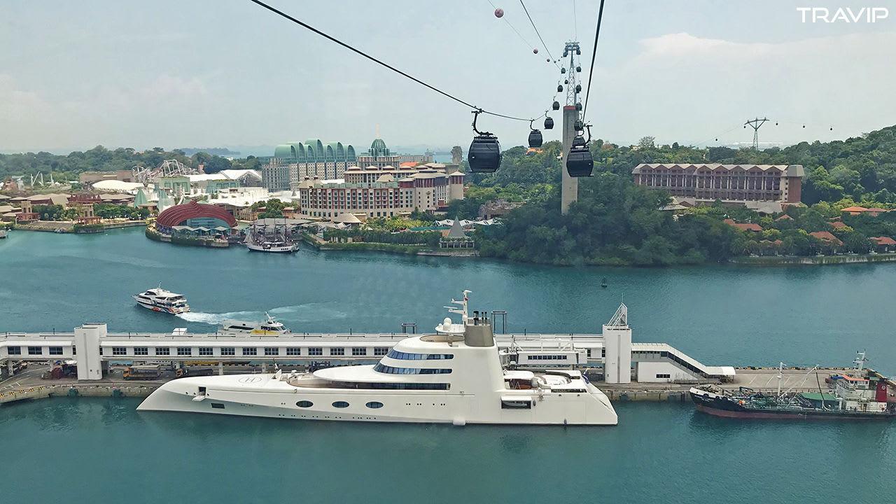 ngắm cảnh từ trên cable car trong lịch trình đi singapore dịp 30/4 cho nhóm bạn thân