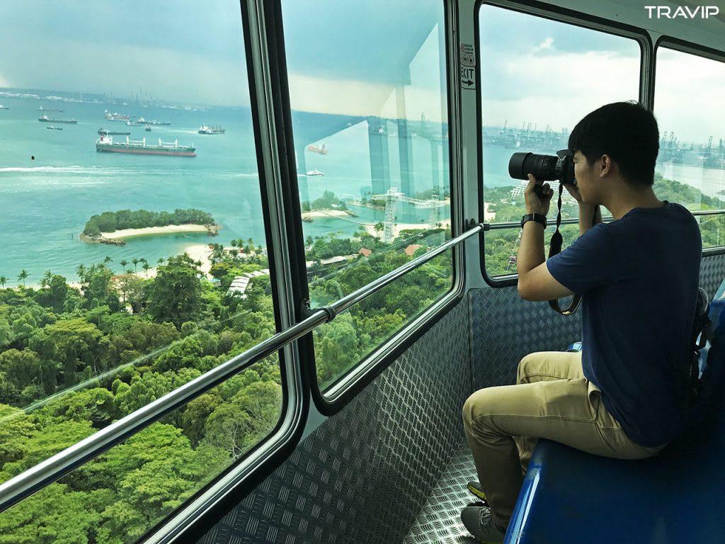 ngắm cảnh từ tiger sky tower trong lịch trình đi singapore dịp 30/4 cho nhóm bạn thân