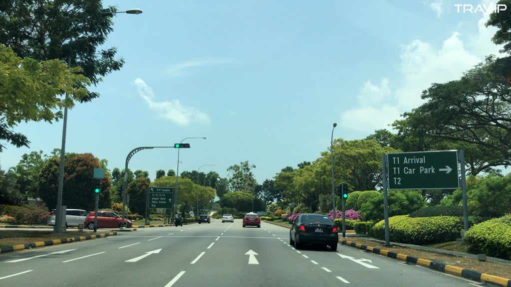 đi xe riêng từ sân bay changi trong lịch trình đi singapore dịp 30/4 cho nhóm bạn thân