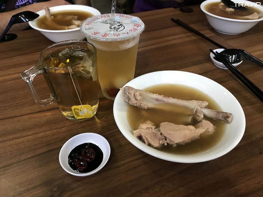 ăn sườn bat kut teh trong lịch trình đi singapore dịp 30/4 cho nhóm bạn thân