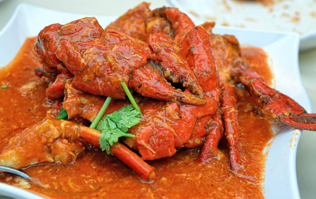 thưởng thức món cua tại taste of asia trong lịch trình đi singapore dịp 30/4 cho gia đình