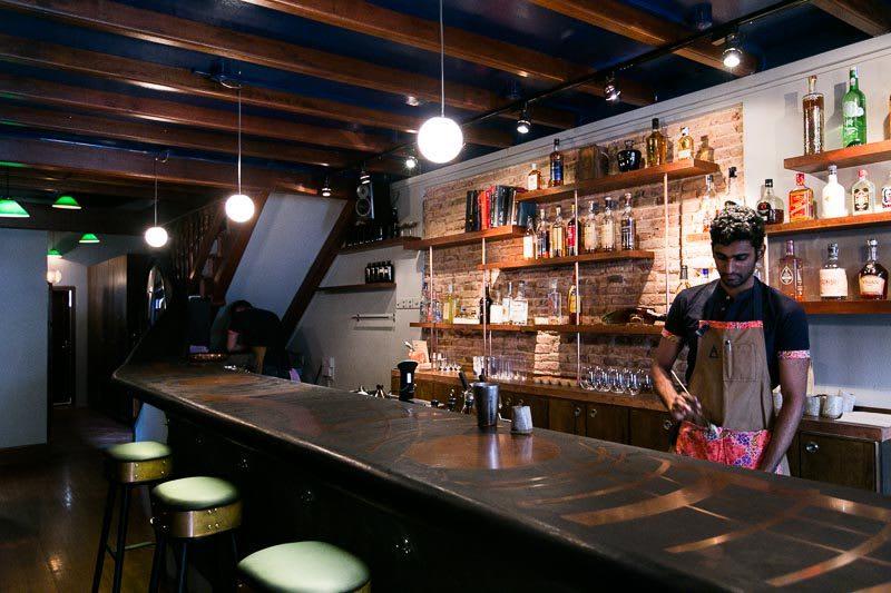 ghé native bar trong lịch trình đi singapore dịp 30/4 cho nhóm bạn