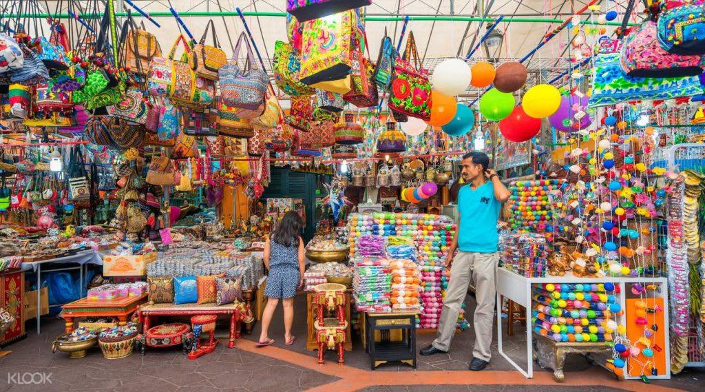 đi chợ tại little india trong lịch trình đi singapore dịp 30/4 cho nhóm bạn