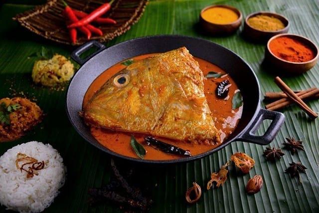 ăn trưa tại banana leaf apolo trong lịch trình đi singapore dịp 30/4 cho nhóm bạn