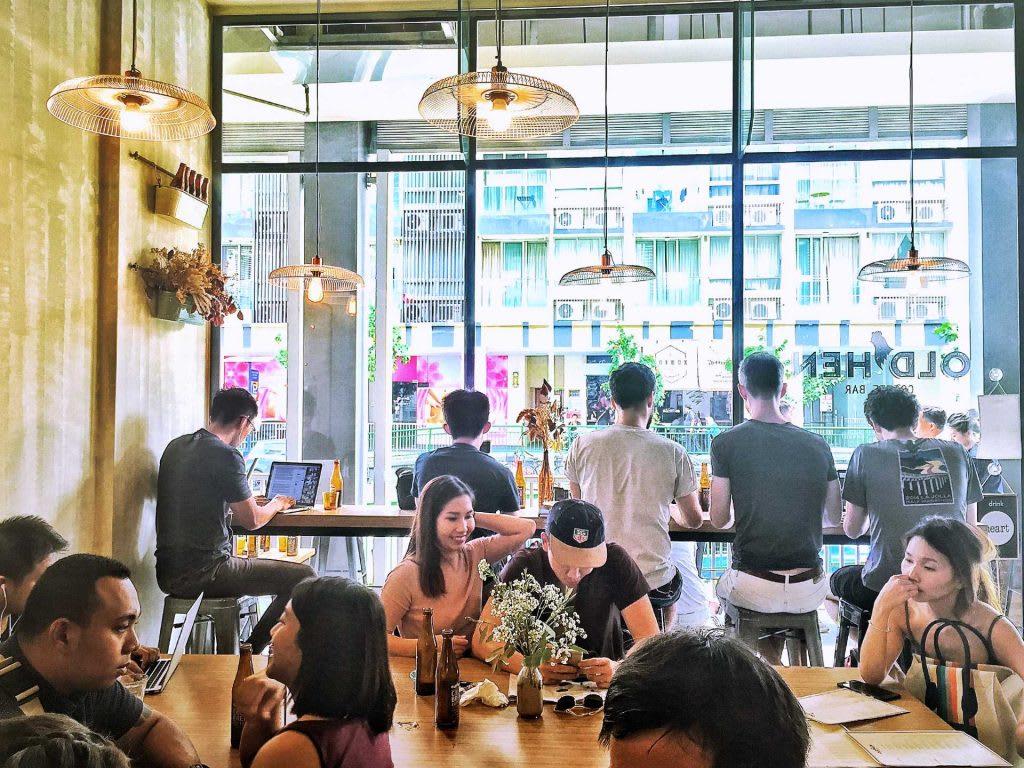 ghé old hen coffee bar trong lịch trình đi singapore dịp 30/4 cho nhóm bạn