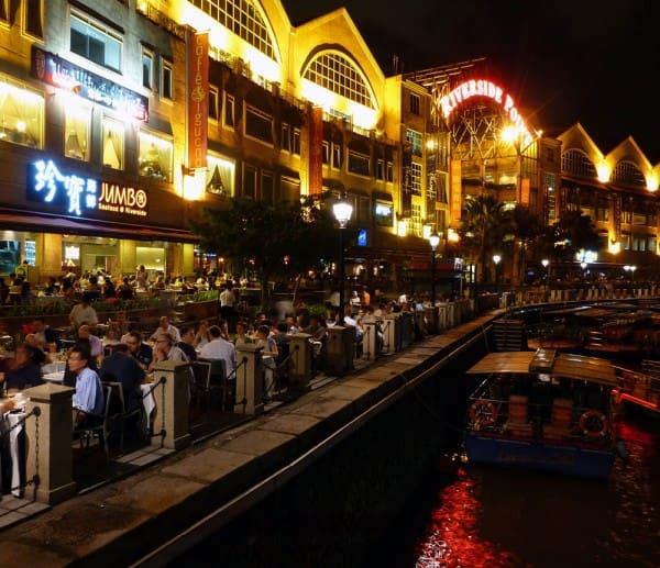 ăn tối tại nhà hàng jumbo seafood clarke quay trong lịch trình đi singapore dịp 30/4 cho nhóm bạn