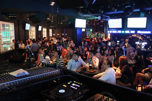 ghé beer exchange trong lịch trình đi singapore dịp 30/4 cho nhóm bạn
