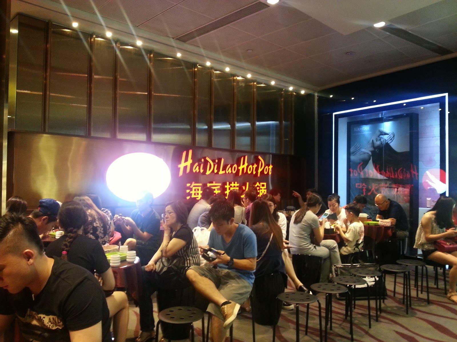 ăn tối tại hai di lao trong lịch trình đi singapore cho nhóm bạn