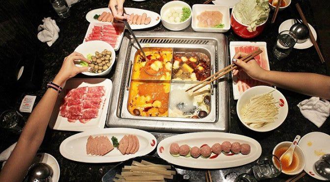 ăn lẩu trong lịch trình đi singapore cho nhóm bạn