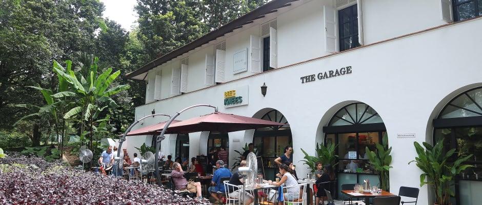 ăn sáng tại bee's knees the garage trong lịch trình đi singapore cho nhóm bạn