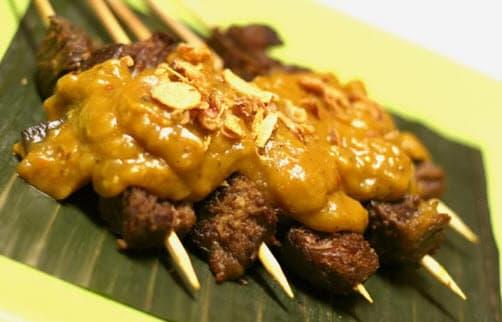 thưởng thức đồ ăn đa dạng tại kampong glam trong lịch trình đi singapore cho nhóm bạn