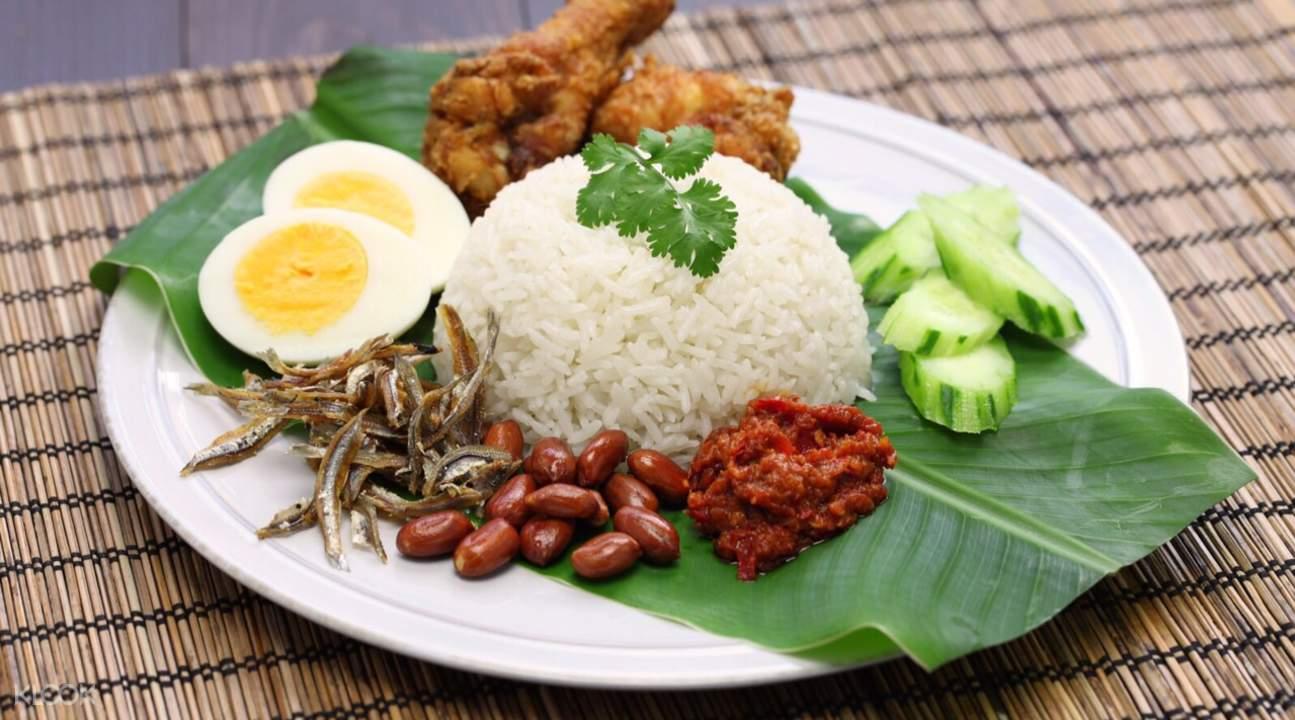 thưởng thức ẩm thực malaysia trong lịch trình đi singapore cho nhóm bạn