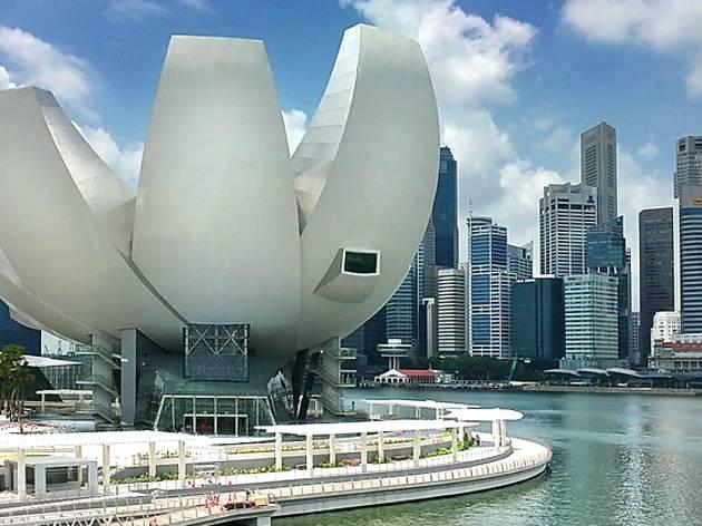 tham quan artscience museum trong lịch trình đi singapore cho nhóm bạn
