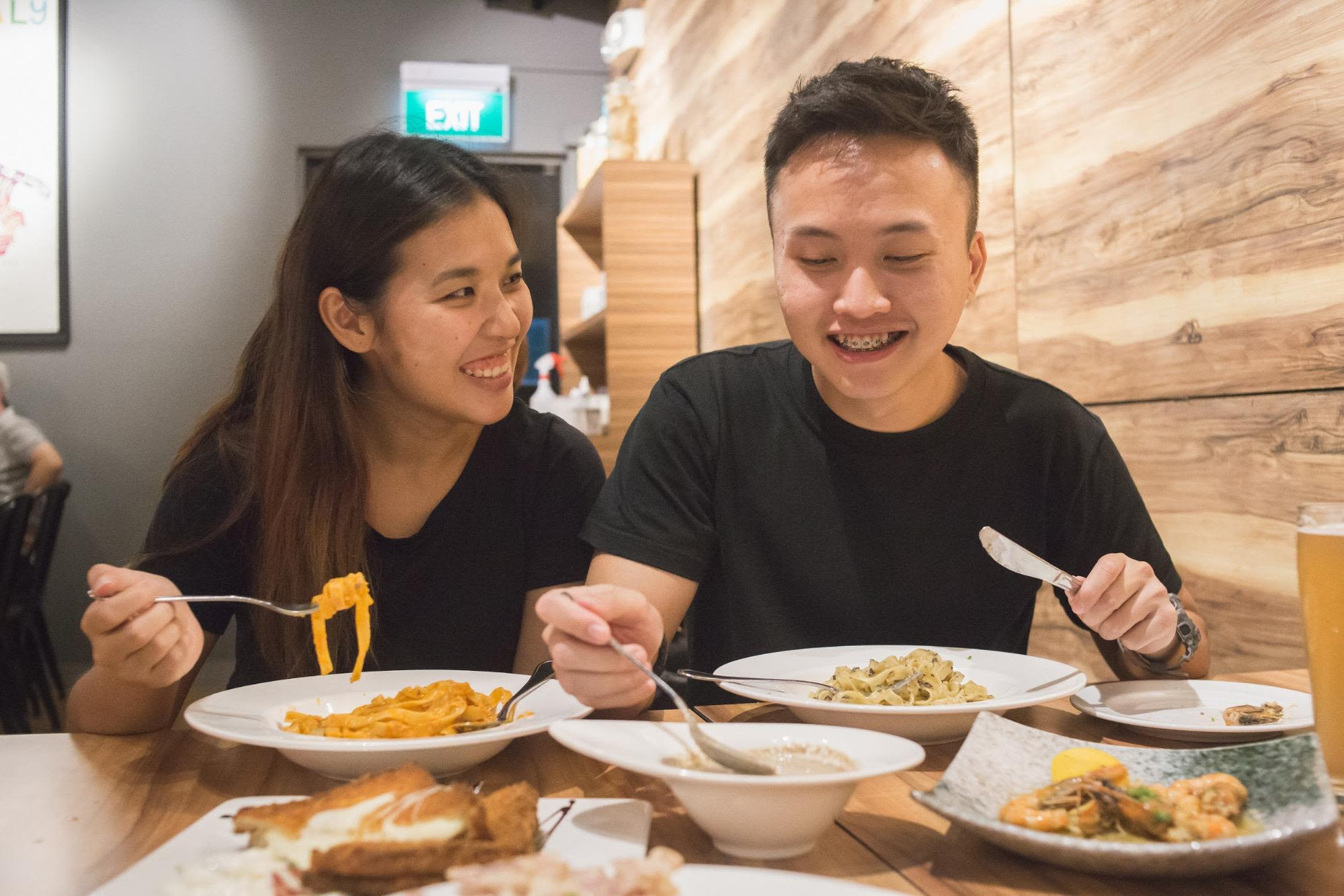 ăn tối ở pocoloco microbrewery, phía tây singapore
