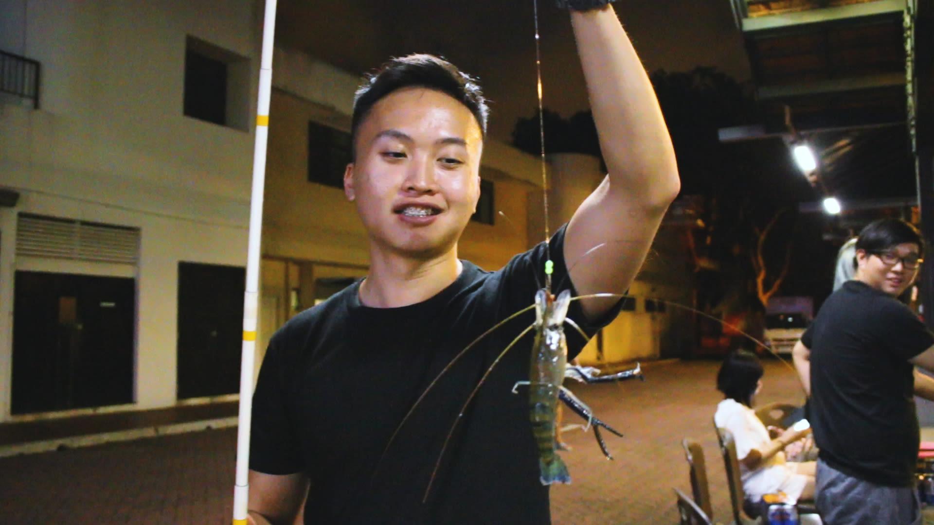 câu tôm tại làng cá ATC, phía tây singapore