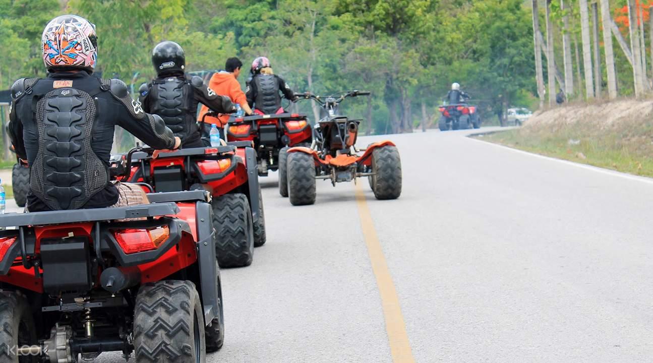 đi xe ATV là một trong những bí kíp du lịch Chiang Mai tiết kiệm