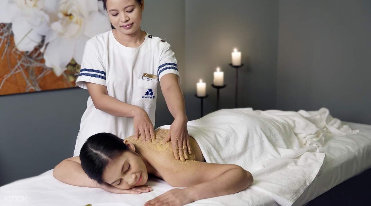 thư giãn ở Let's Relax Spa là một trong những phương pháp du lịch Chiang Mai tiết kiệm